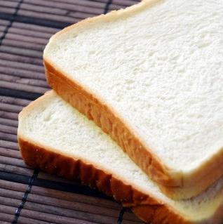 ホームベーカリーで焼いた食パンはいける
