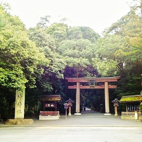 パワースポット大神神社のご神体三輪山に裸足で登る
